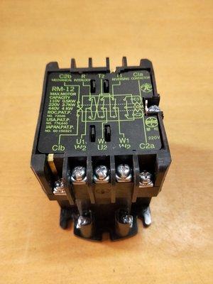 我要修 電動鐵捲門 白鐵門  馬達 遙控器主機按壓開關 電磁閥 啟動電容喬式整流器 微動開關 無法進門卡門 全新二手中古 零件增加安裝 更換新 拆舊換新 維修理