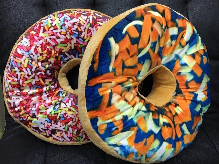 可愛甜甜圈小抱枕-滿天星繽紛多拿滋和藍帶起司