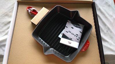 Staub 鑄鐵烤盤(26cm, 方形, 紅色或是 灰色) 法國製造
