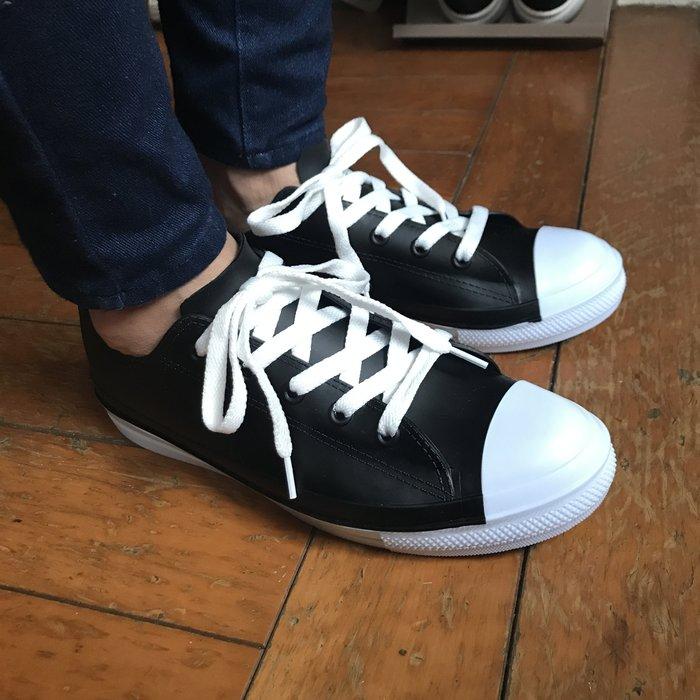 這是一雙雨鞋!基本百搭黑白綁帶帆布鞋造型雨鞋 35-39 黑\白 《BRITISH WAVE》