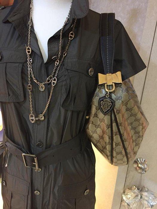 典精品 Gucci 真品 181492 咖啡色 亮膜 PVC 膜 壓紋 家徽 金屬蝴蝶結 彎月包 肩背包  現貨