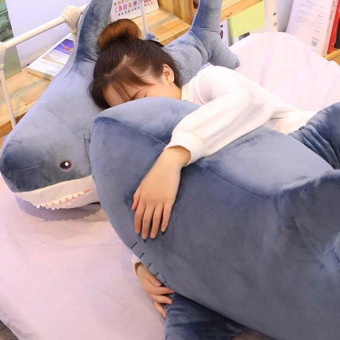 135公分大鯊魚抱枕/鯊魚寶寶公仔玩偶大抱枕/夾腿抱枕/靠腰枕墊/沙發枕/聖誕節生日情人節禮物