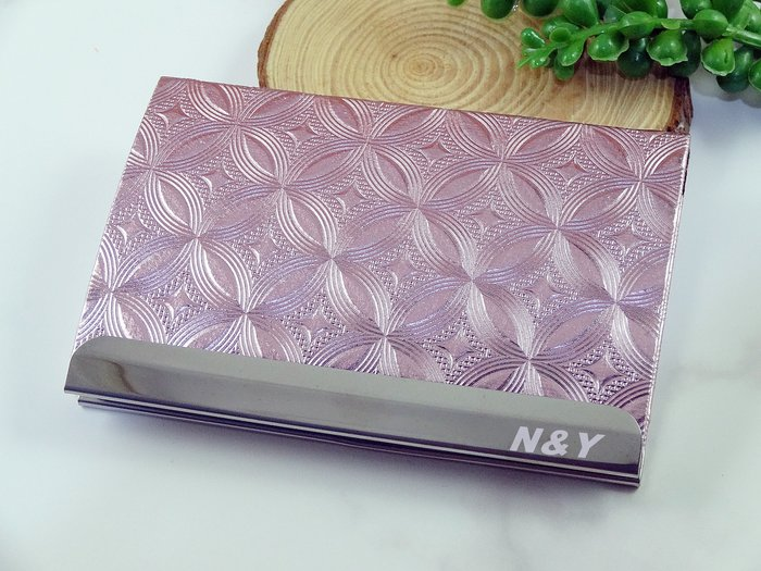 [海芋福福之家]雅緻壓紋名片夾B65粉紫☆簡約有型-都會時尚((免費刻字))