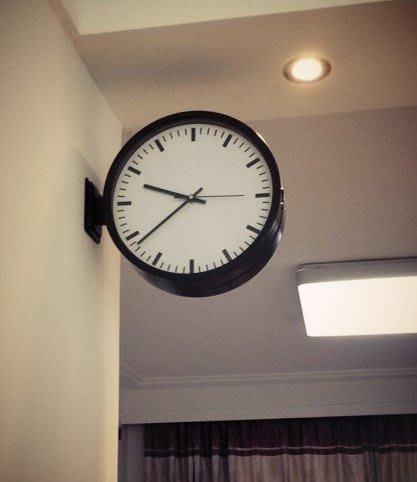 ABOUT。R 設計師款雙面時鐘 壁鐘 現代造型鐘咖啡館工業風餐廳雙面掛鐘咖啡店裝飾雙面掛鐘國鐵雙面車站鐘全不鏽鋼黑色款(鐘面直徑30公分)