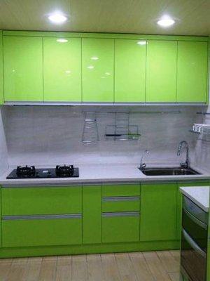 廚具流理台 石英石檯面,五面結晶門板,木心桶身上,下櫥 225公分