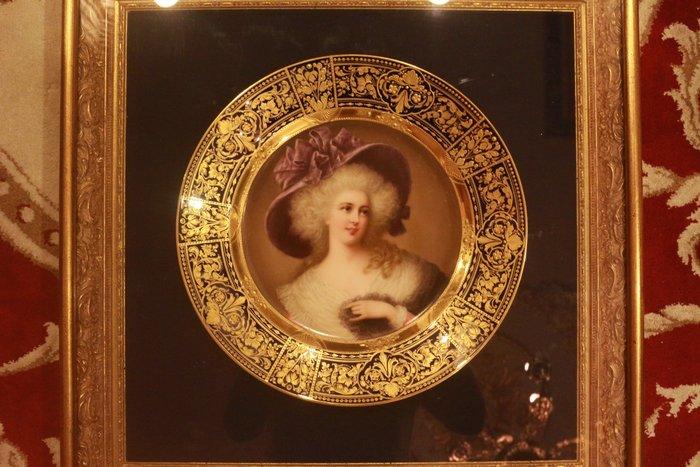 【家與收藏】頂極珍藏歐洲百年古董名瓷皇家維也納Royal Vienna風格華格納優雅仕女手繪描金瓷盤