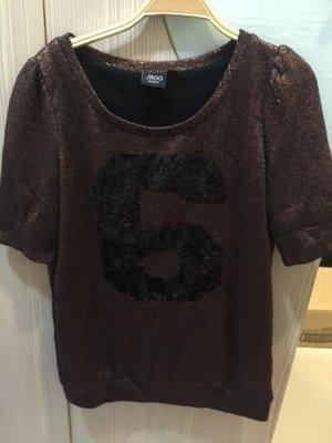 小花別針、專櫃品牌【IROO】咖啡色數字上衣
