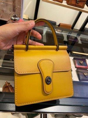 (Outlet特惠)COACH 79154 新款女士Willis復古手提包 全素面翻蓋旋扣式 單肩斜跨 附購買證明