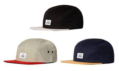 { POISON } LESS SIMPLE LOGO CAMP CAP (TWO TONE) 撞色麂皮帽沿 五片帽