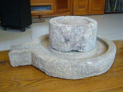 早期石磨(1)~~花崗岩?~~直徑約38.8CM~~懷舊.擺飾.造景