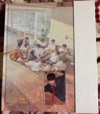 ~拉奇音樂~ BTS防彈少年團  2018 BTS EXHIBITION BOOK 全新未拆封