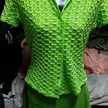 亮綠色短袖短裙套裝