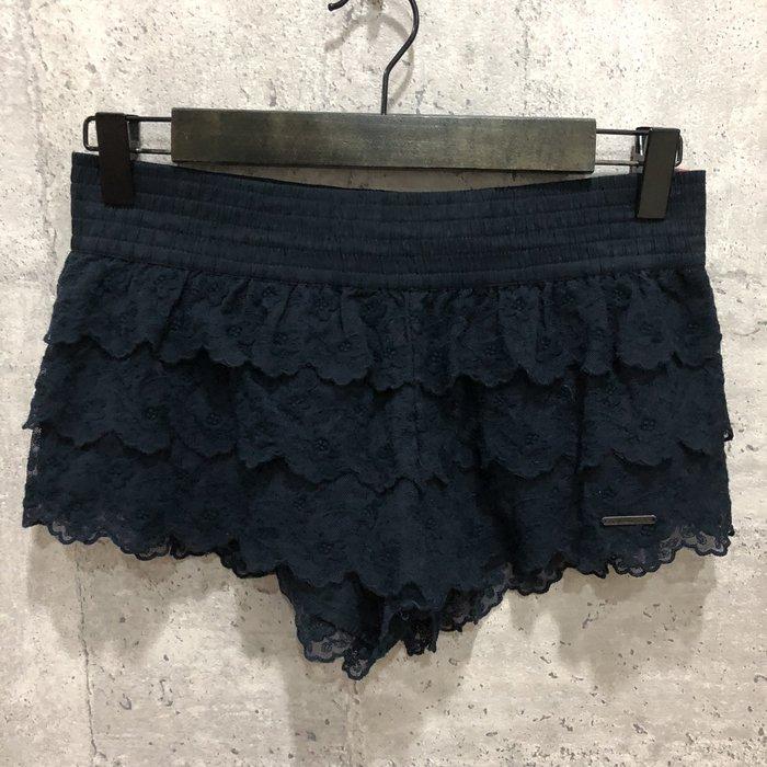 Maple麋鹿小舖 Abercrombie&Fitch * AF 深藍色蕾絲短褲* ( 現貨S號 )
