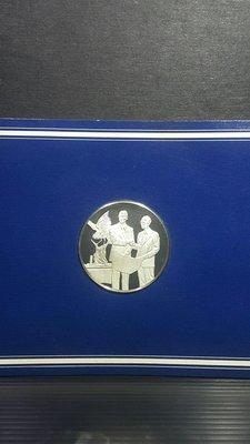 日本職棒 王貞治 國民榮譽賞受賞 1977/ 9/ 5 紀念銀幣 直徑比50元硬幣略大 雲林縣