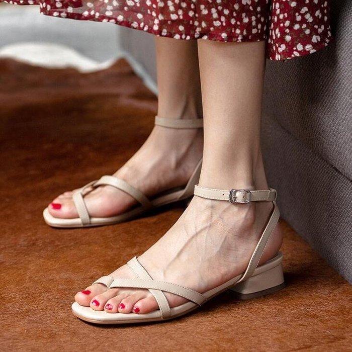 『Alice❤愛麗絲』夏天一字扣細帶涼鞋仙女風粗跟溫柔配裙子沙灘露趾羅馬涼鞋女百搭