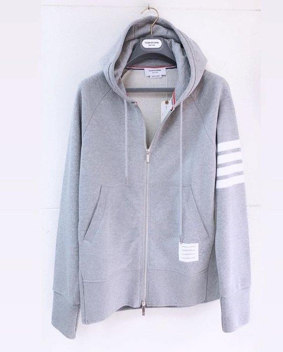 [ 羅崴森林 ] THOM BROWNE新品SS2020現貨灰色連帽外套012345號
