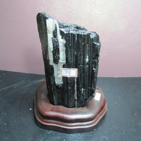 【競標網】漂亮天然巴西條狀黑碧璽原礦1530克(贈座)(網路特價品、原價4500元)限量一件