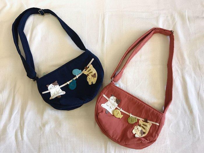 日本卡拉貓~GonPon醬鋪棉雙拉鍊斜背包