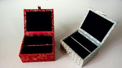 精美印章錦盒(一盒裝二印),精緻手工,絨布服貼內裝,取印不脫絨,數量有限。兩件以上免運費。