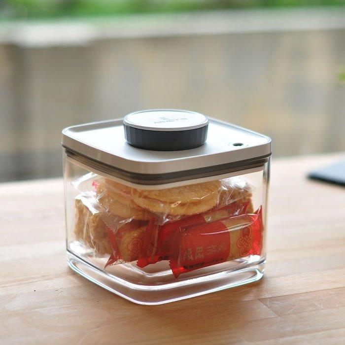 ☘小宅私物 ☘ ANKOMN Turn-N-Seal 真空保鮮盒 1.5L (透明) 儲物罐 密封罐 現貨 附發票