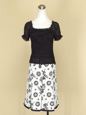 貞新 荷雅婷 黑色羅馬領短袖蕾絲雪紡紗棉質上衣M(9號)+5pence 白色花朵棉質及膝裙S號(38711)