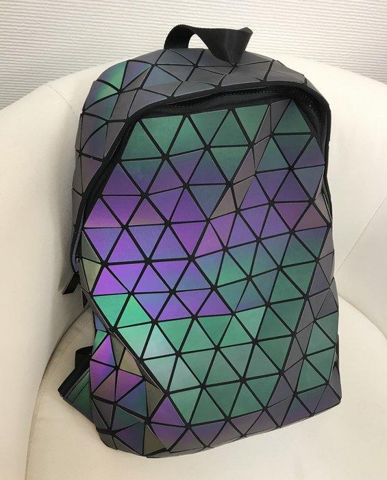 ♥PK漂亮♥ K18020 炫彩三角幾何反光鐳射情侶男女原宿個性旅遊百搭大容量雙肩後背旅行包