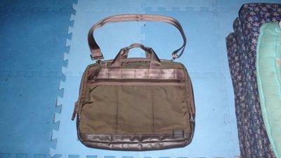 ~保證真品 PORTER 軍綠色PVC和尼龍布料款公事包 大方包 側背包~便宜起標無底價標多少賣多少