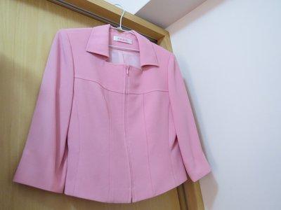 reen 歐德專櫃 粉紅色七分袖修飾身材上衣 適合OL或約會最佳服飾