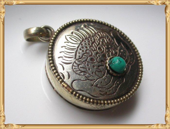 【雅之賞|藏傳|佛教文物】*特賣*尼泊爾 藏銀手工雪獅嘎烏盒~Q1430