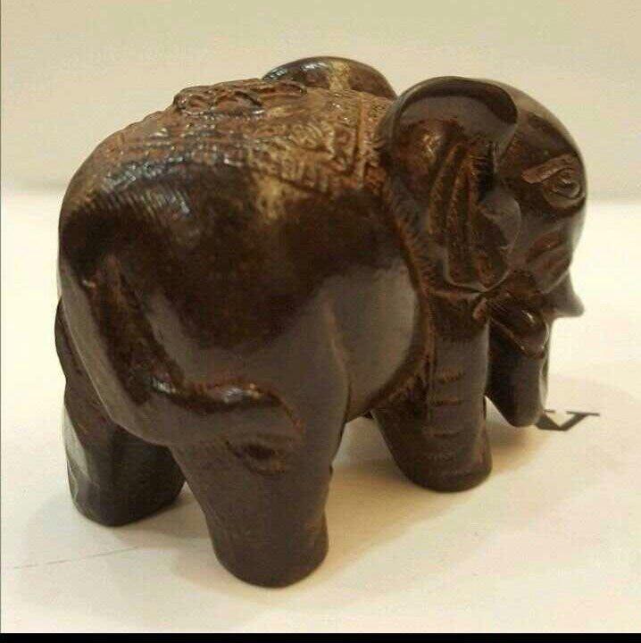 雕工精緻的 黑檀木~ 沉木 大象