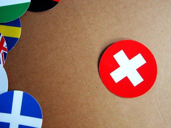 【國旗貼紙專賣店】瑞士國旗圓形行李箱貼紙/抗UV防水/Switzerland/多國款可客製