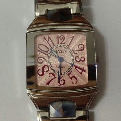 BASEL粉紅色石英錶