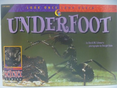 【月界】Underfoot-Look Once,Look Again Science Series 〖少年童書〗CER