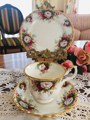 《風雅頌西洋古物》英國Royal Albert Celebration杯盤三件組(已售出)