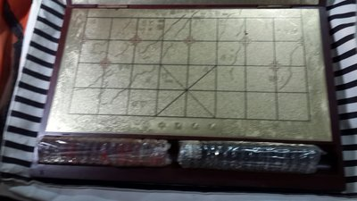精巧的 ***中國象棋***木盒 金色板