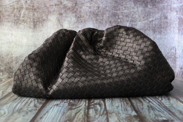 《編織之王》義大利頂級小羊皮大號細格編織雲朵包The pouch手包手拿包