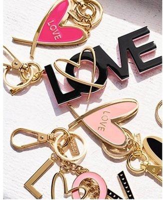 【菲菲美國舖】情人禮物。現貨~* Victoria's Secret *~Love甜蜜愛心❤ 亮眼時尚精緻鑰匙圈/吊飾