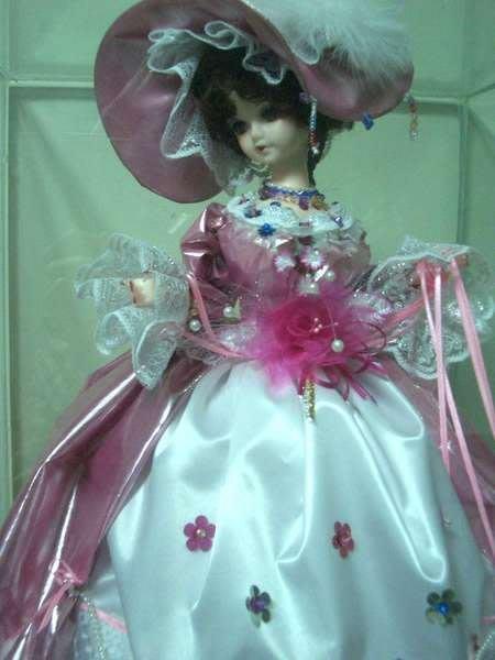 ~@美美小舖@~華麗宮廷風粉紅佳人公主洋娃娃加送玻璃防塵展示櫃(需自取)