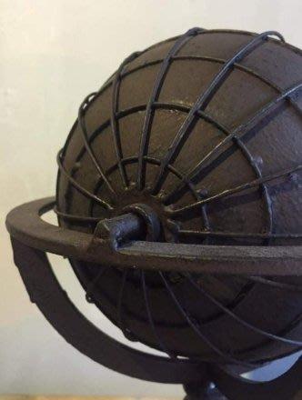 【曙muse】工藝擺飾品 旋轉地球裝飾品 純鐵鏽面 圓球可旋轉 loft 工業風