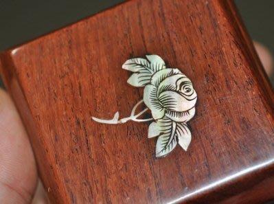紫檀鑲珍珠貝的奇楠沉香收藏方盒.22-10
