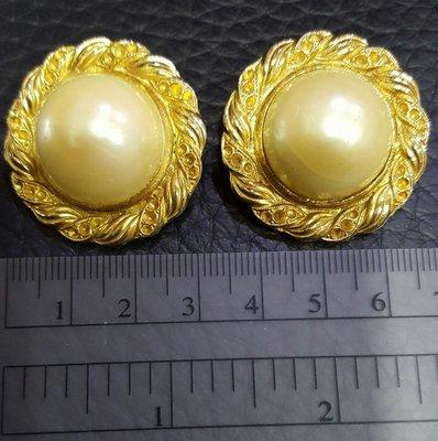 香奈兒風格 半圓珍珠大耳夾式耳環