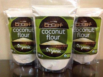 椰子粉500g大包裝,USDA 認證椰子麵粉加1包香蕉片,有纖維可以烘焙麵包饅頭鬆餅,由椰肉磨製而成,也有椰子油以及椰糖