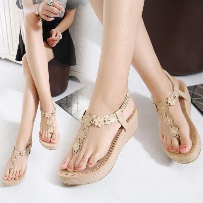 YEAHSHOP 夾腳涼鞋夏季新款水鉆夾腳松糕女坡跟厚底高跟舒適夾趾涼鞋 8364Y185