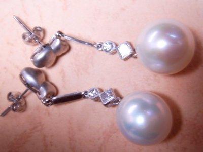 天寶流當品___11X12mm天然白珍珠鑽石耳環****長4.2cm