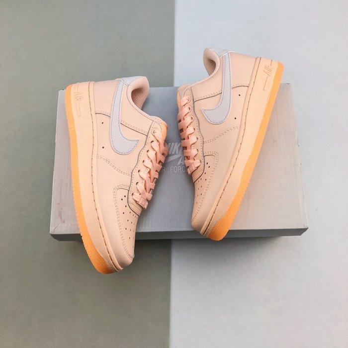 Nike Air Force 1 07 AF1 糖果粉 皮革 休閒運動板鞋 女鞋AO2132-800