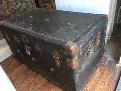 美國古董鉚釘大鐵箱 復古老鐵箱 古老大箱子 [BOX-0201] 舊鐵箱 復古擺飾 裝飾品 老件 復古家飾 鐵製品 二手
