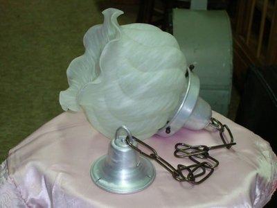 典藏光復初期台灣老件雙色牛奶燈一個-漂亮優雅