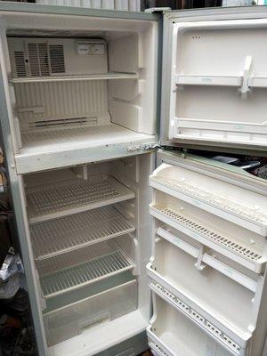 冰箱沒有冷風扇不轉了~上冷下不冷漏灌冷媒壓縮機不會轉起動漏水結冰滴水排水銅管鋁板破洞全新中古二手故障維修理壞掉回收服務站
