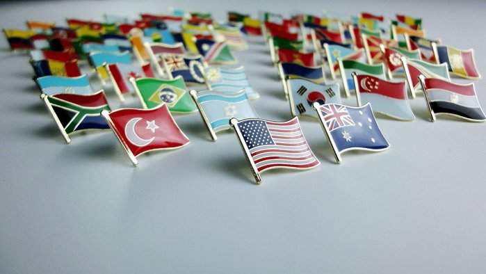 國旗徽章。英國、德國、法國、義大利、韓國、泰國、南非、巴西、墨西哥、美國、加拿大、台灣。共12枚