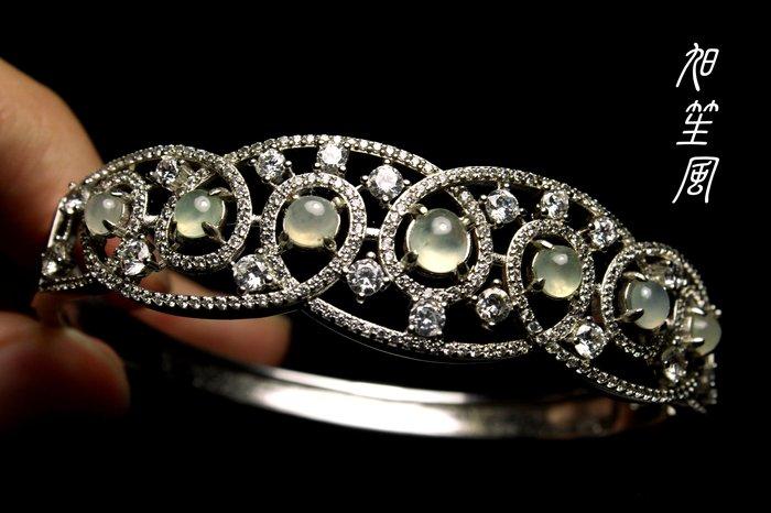 【旭笙風】天然緬甸A貨冰種放光蛋面翡翠 ~ 銀K設計手環